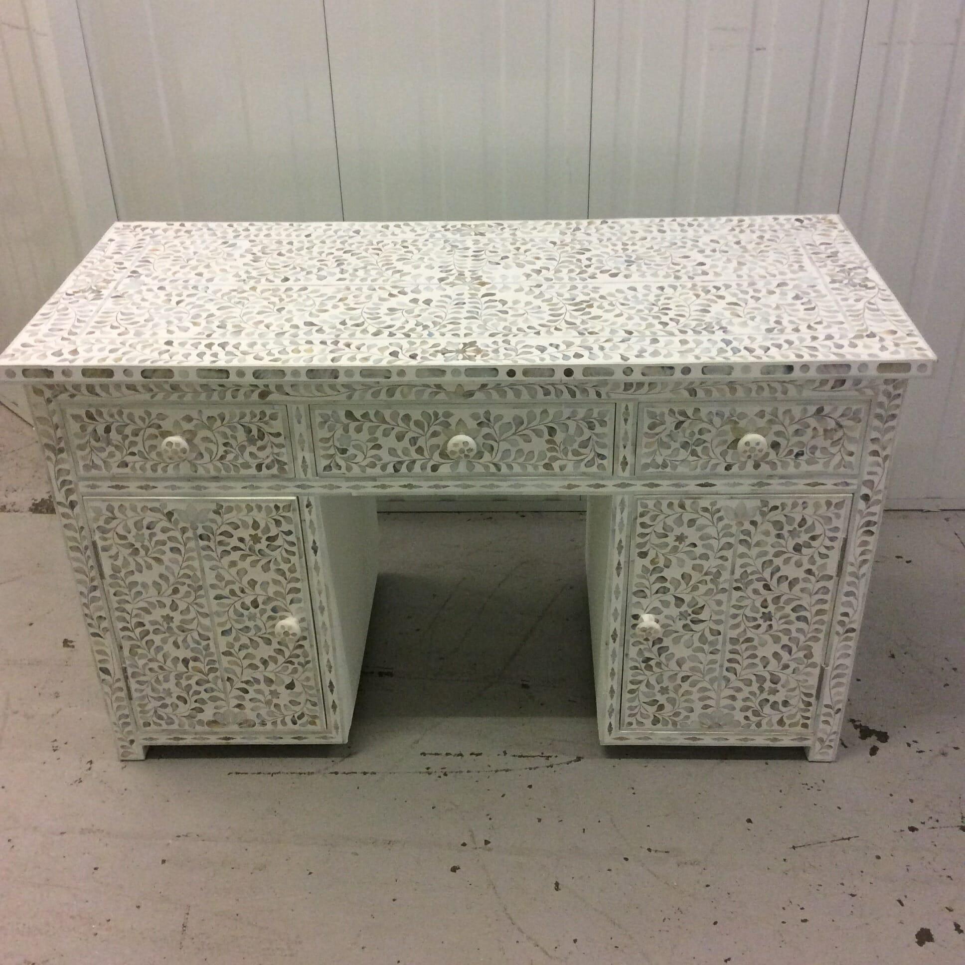 Madeleine desk2
